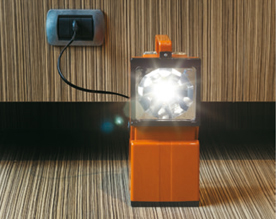 High-power portable LED lamp with anti black-out function and colored diffusing screens